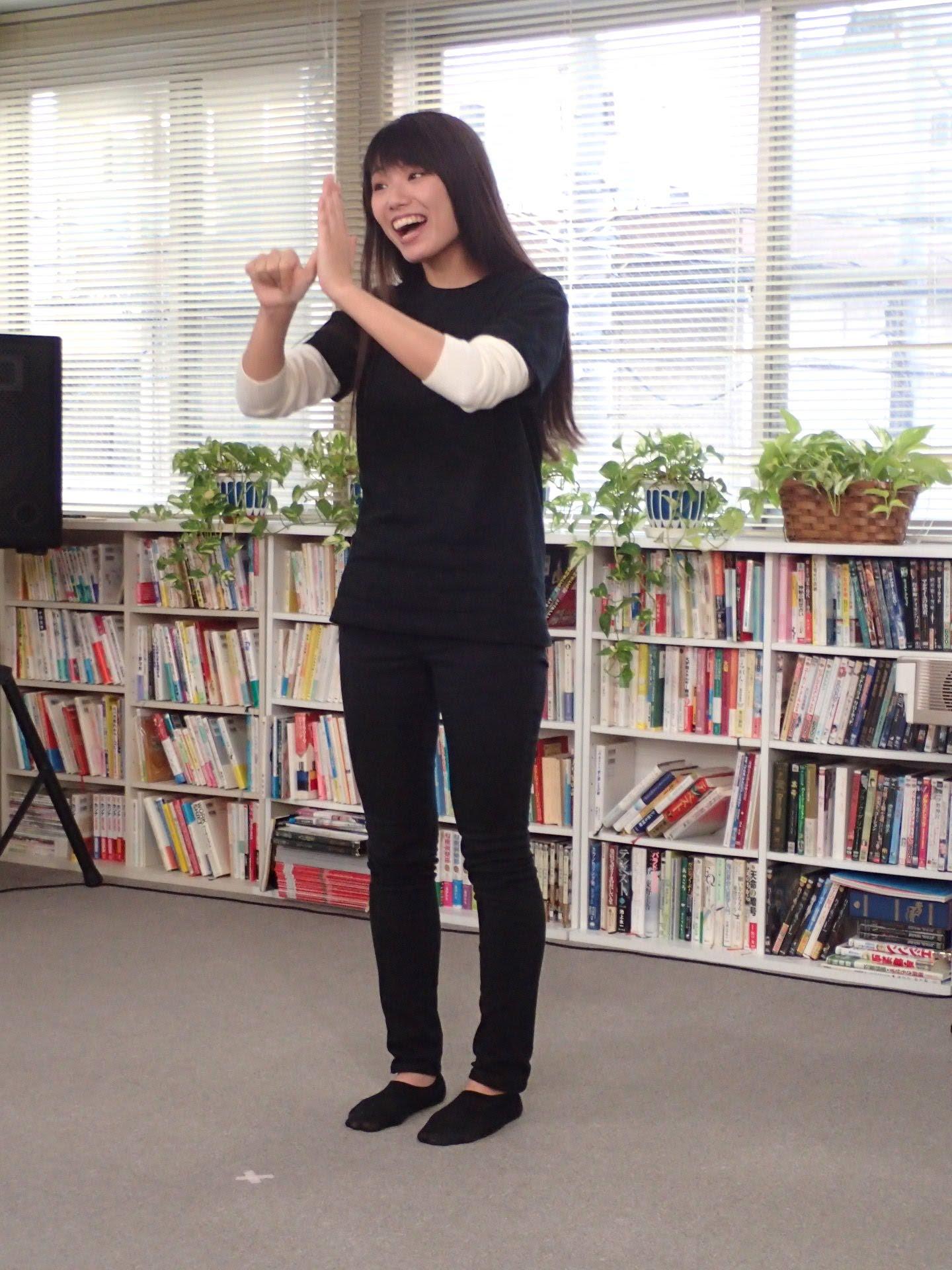なおちゃんは曲に合わせて手話で歌詞を表現。なかなか難しそうなのに、笑顔ですっごく素敵でした!!
